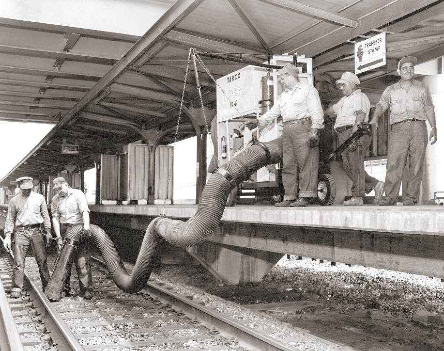 PHOTO - CHICAGO - CTA RAPID TRANSIT - HALSTED STATION - CREW DEMONSTRATING LITTER SWEEPER - 1961