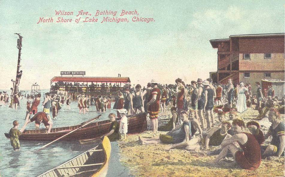 POSTCARD - CHICAGO - WILSON AVE BATHING BEACH - BIG CROWD - NOTE NIGHT BATHING SIGN - DIVING TOWER - TINTED - 1909