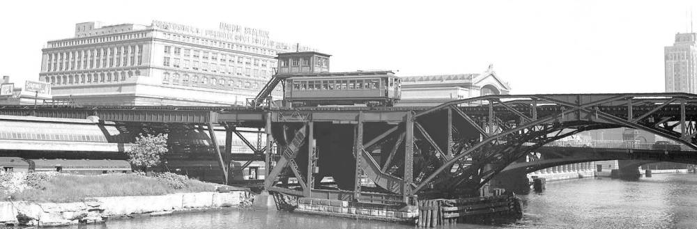 PHOTO - CHICAGO - ELEVATED BRIDGE - UNION STATION IN BACKGROUND WITH MILWAUKEE ROAD TRAIN - RAPID TRANSIT PASSING OVER RIVER - 1948