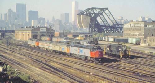 PHOTO - CHICAGO - TRAIN - AMTRAK - DIESEL ENGINES - AERIAL - SKYLINE - 1976