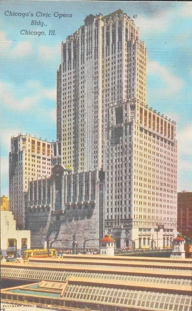 POSTCARD - CHICAGO - CIVIC OPERA BUILDING - STREETCA - TRAIN SHEDS - c1950