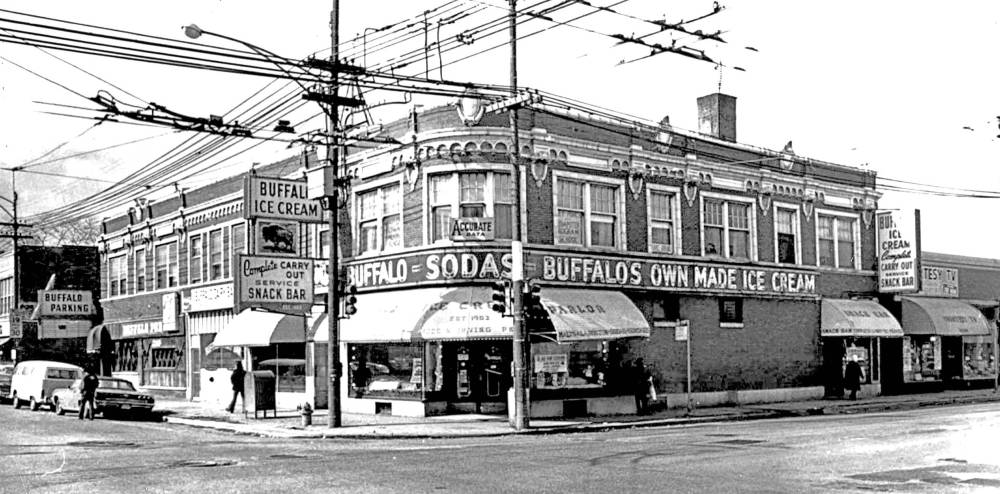 A PHOTO - CHICAGO - IRVING PARK AND PULASKI - THE BUFFALO ICE CREAM PARLOR AND SNACK SHOP - ASSOCIATED BUILDINGS INCLUDING THE BUFFALO BAR ON LEFT END OF BUILDINGS - 1960s